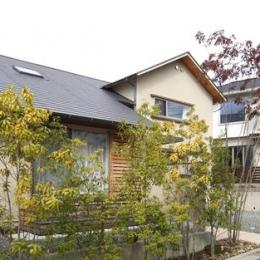 『山手台の家』木の素材感・質量感を生かした和テイストの住まい (和テイストの外観)