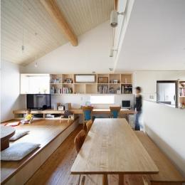 『山手台の家』木の素材感・質量感を生かした和テイストの住まい (木の質感溢れるLDK)