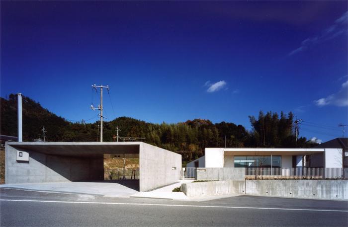 『柳井の家』ロケーションを最大限に生かした住まいの写真 スタイリッシュな平屋-1