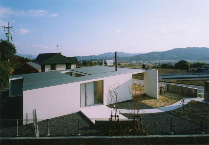 『柳井の家』ロケーションを最大限に生かした住まいの写真 スタイリッシュな平屋-3