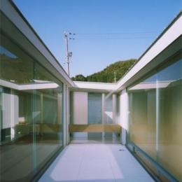 『柳井の家』ロケーションを最大限に生かした住まい (開放的な中庭)
