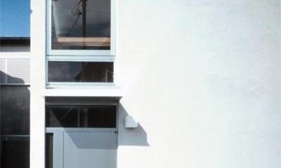 『久我山の家』狭小地に建つ、光と風を感じる住まい