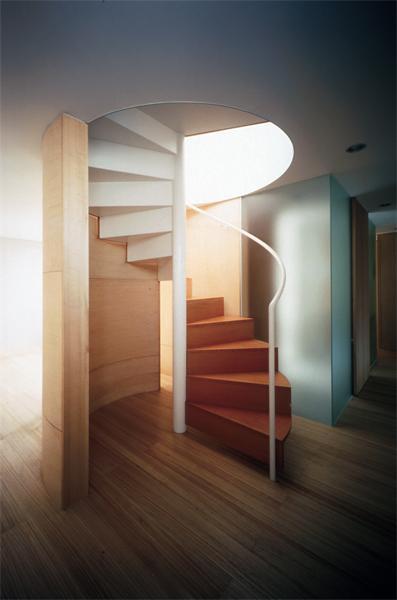 建築家:小平惠一「『久我山の家』狭小地に建つ、光と風を感じる住まい」