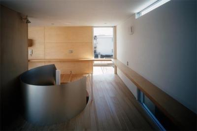 『久我山の家』狭小地に建つ、光と風を感じる住まい (2階フリースペース)