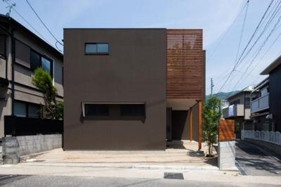 『岡本の家』木の温もりを感じる心地よい住まい (落ち着いた雰囲気の外観-1)