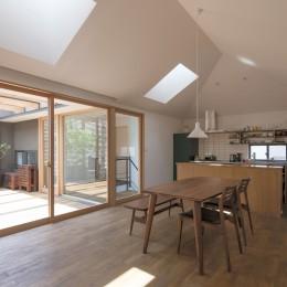 岡本の家/2階テラスを中心とした木の温もりを感じる心地よい住まい