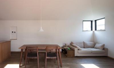 『岡本の家』木の温もりを感じる心地よい住まい (寛ぎのリビングダイニング)