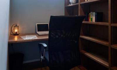落ち着きのある書斎 『岡本の家』木の温もりを感じる心地よい住まい