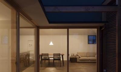 テラス-夕景|『岡本の家』木の温もりを感じる心地よい住まい