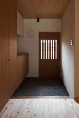 『左京の町家』築100年以上の京町家をリノベーション (温かな玄関土間)