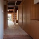 左京の町家/築100年以上の京町家をリノベーションの写真 玄関よりLDK方向を見る