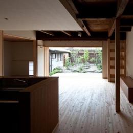 木の温もり感じるLDK (『左京の町家』築100年以上の京町家をリノベーション)
