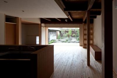 木の温もり感じるLDK (左京の町家/築100年以上の京町家をリノベーション)