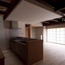 左京の町家/築100年以上の京町家をリノベーションの写真 対面式キッチン