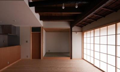 左京の町家/築100年以上の京町家をリノベーション (リビングより和室を見る)
