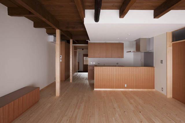 左京の町家/築100年以上の京町家をリノベーション (木目美しいLDK)
