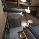 左京の町家/築100年以上の京町家をリノベーションの写真 階段ホールを見下ろす