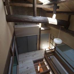 『左京の町家』築100年以上の京町家をリノベーション (階段ホールを見下ろす)
