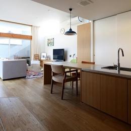 『津幡町の家2』共有庭に面した屋外リビングのある住まい-ナチュラルなLDK