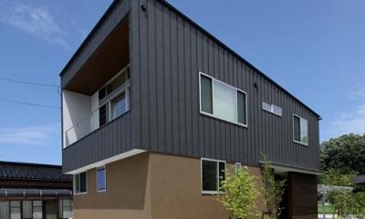 『和気町の家』里山風景を望む2階リビングの住まい (モダンな外観)