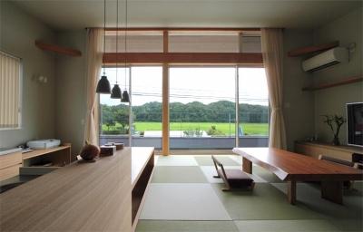 里山風景を望む2階リビング (『和気町の家』里山風景を望む2階リビングの住まい)