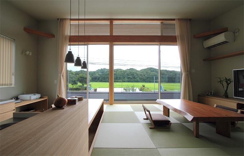 『和気町の家』里山風景を望む2階リビングの住まいの部屋 里山風景を望む2階リビング