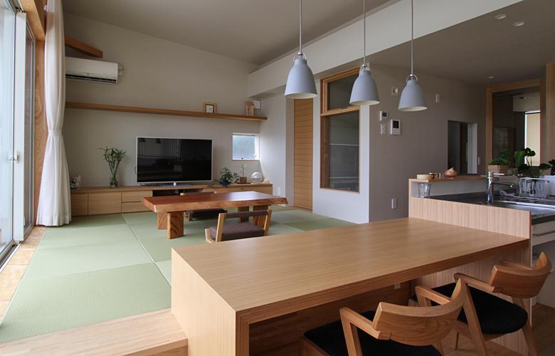 福田康紀「『和気町の家』里山風景を望む2階リビングの住まい」