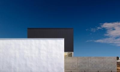 シンプルモダンな外観|H-House <L窓の家>