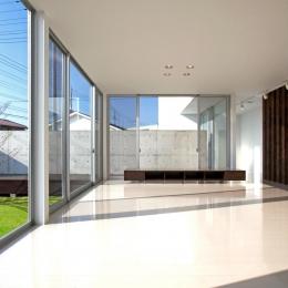 H-House <L窓の家> (ガラス張りのLDK)
