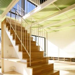K-House <空中リビングのある家> (階段・階段下のワークスペース)
