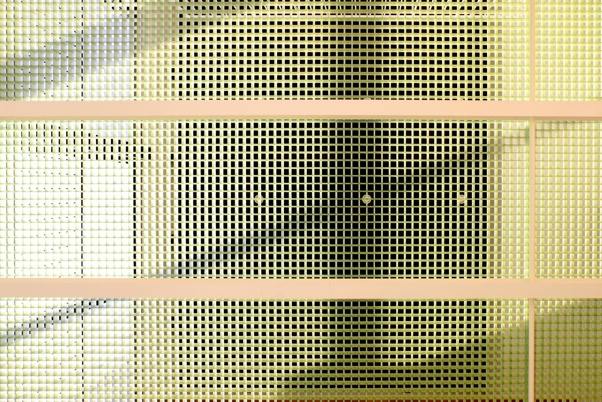 K-House <空中リビングのある家>の部屋 グリーンの半透明床