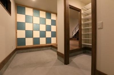 市松模様の襖が迎える玄関土間 (K's residence)