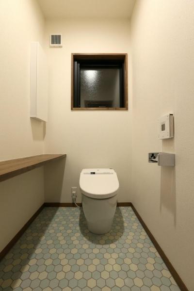 ヘキサタイル床のトイレ (K's residence)