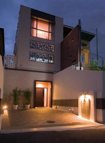 シンプルモダンな外観-夜景 (T様邸「斬新なプランで遊びごころを取り入れた開放的な家」)