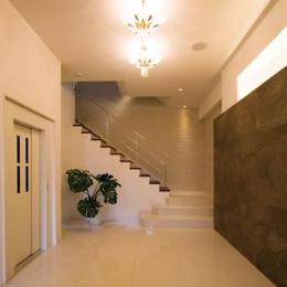 T様邸「斬新なプランで遊びごころを取り入れた開放的な家」 (広々とした地下玄関)