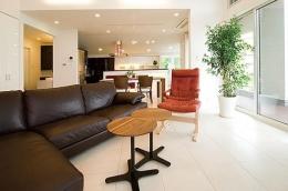 T様邸「斬新なプランで遊びごころを取り入れた開放的な家」 (明るく開放的なLDK)