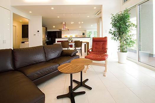 T様邸「斬新なプランで遊びごころを取り入れた開放的な家」