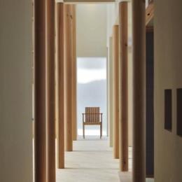 『うららかな家』清潔感・暖かみ・凛とした空気感をもつ住まい-柱がつくりだす凛とした空間