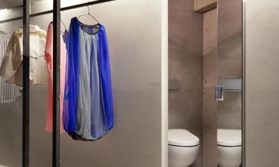 ドレスルームのあるコンクリートアパートメント (WC)