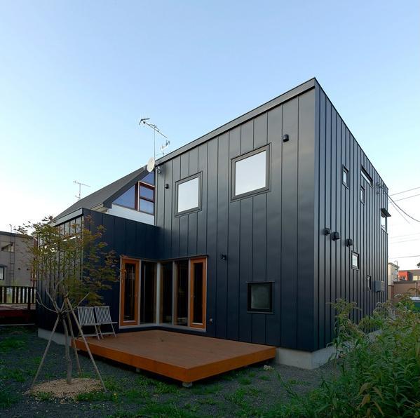 K邸・ソフト&ナチュラルな住まいの部屋 外観-庭とテラス