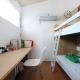 可愛らしいシンプルな子供部屋 (『片瀬山の家2』景色を楽しめる屋上デッキのある住まい)