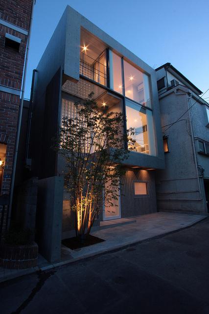 『小さな2世帯ハウス』美しく心が豊かになる玉手箱の写真 ガラス張りの外観
