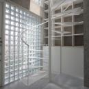 ガラスブロックの玄関ホール・螺旋階段
