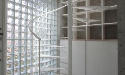 『小さな2世帯ハウス』美しく心が豊かになる玉手箱 (ガラスブロックの玄関ホール・螺旋階段)