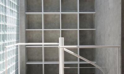 『小さな2世帯ハウス』美しく心が豊かになる玉手箱 (螺旋階段・壁面収納棚)