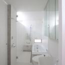 『小さな2世帯ハウス』美しく心が豊かになる玉手箱の写真 真っ白のサニタリールーム