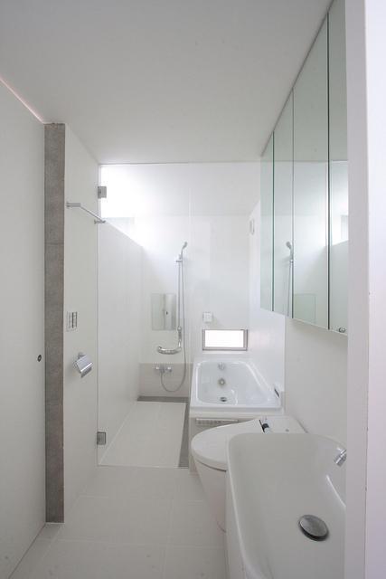 『小さな2世帯ハウス』美しく心が豊かになる玉手箱の部屋 真っ白のサニタリールーム