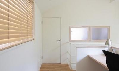 『永福の家』光と風が通り抜ける、明るくかわいらしい住宅 (明るい2階ホール)