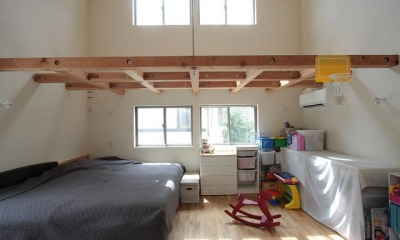『永福の家』光と風が通り抜ける、明るくかわいらしい住宅 (夫婦の寝室と子供部屋をワンルームに)