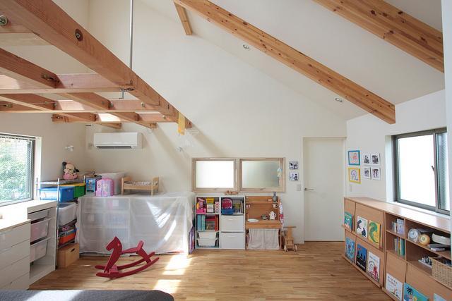 『永福の家』光と風が通り抜ける、明るくかわいらしい住宅の写真 寝室-キッズスペース